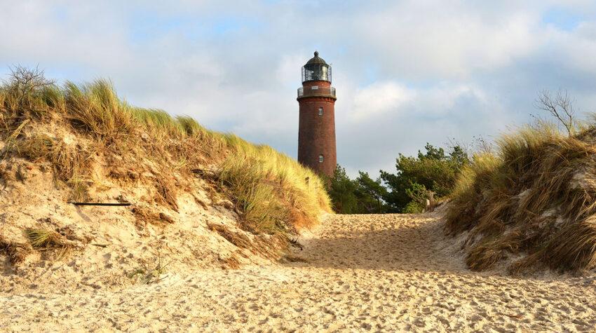 Mit seinem stattlichen Alter gehört der Leuchtturm Darßer Ort zu einem der ältesten in ganz Deutschland. © Shutterstock, Sinuswelle