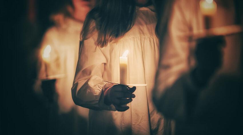 In Skandinavien findet das Luciafest jedes Jahr am 13. Dezember statt. Vor allem in Schweden sind die dazugehörigen Feierlichkeiten äußerst beliebt und für viele nicht nur der Beginn, sondern auch der Höhepunkt des Weihnachtsfestes. © Shutterstock; bzzup