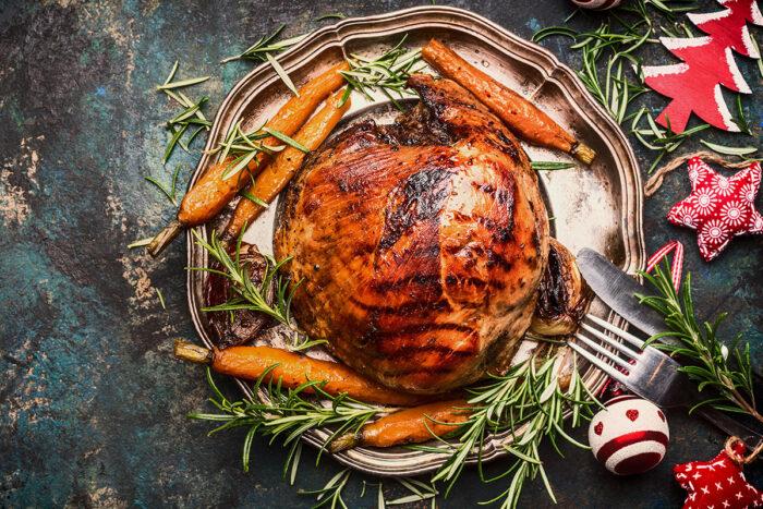 Der traditionelle Schweinebraten als Weihnachtsessen wurde mit der Zeit vor allem durch den Gänsebraten abgelöst. In Norddeutschland isst man allerdings immer noch gerne Schweinebraten zu Weihnachten. © Shutterstock; VICUSCHKA