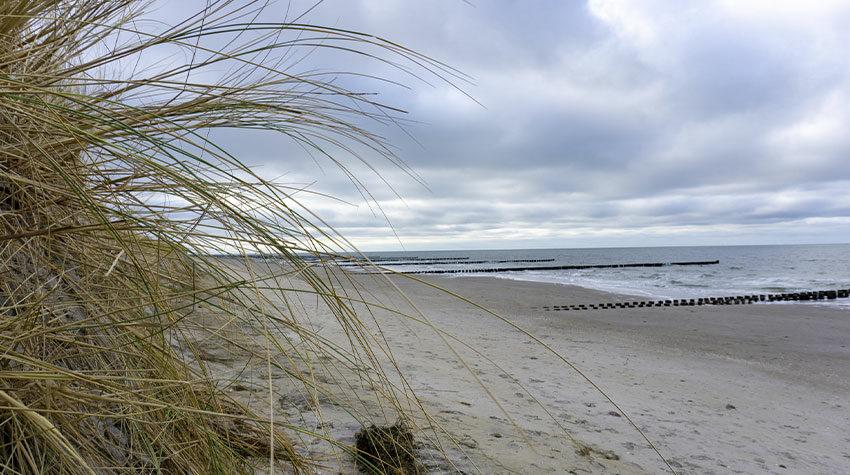 Je nach Wind und Wetter präsentiert sich die Ostsee in den verschiedensten Blau- und Grautönen.