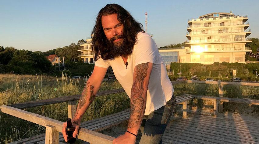 Oliver Schmidt vom Ostseehotel THE GRAND zeigt seine Tattoos gerne.