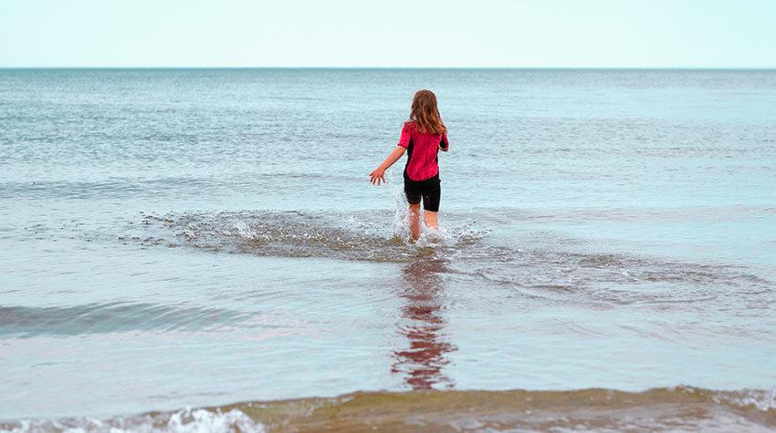 Um euch beim Baden in der Ostsee nicht zu gefährden, solltet ihr die Baderegeln der DLRG befolgen.