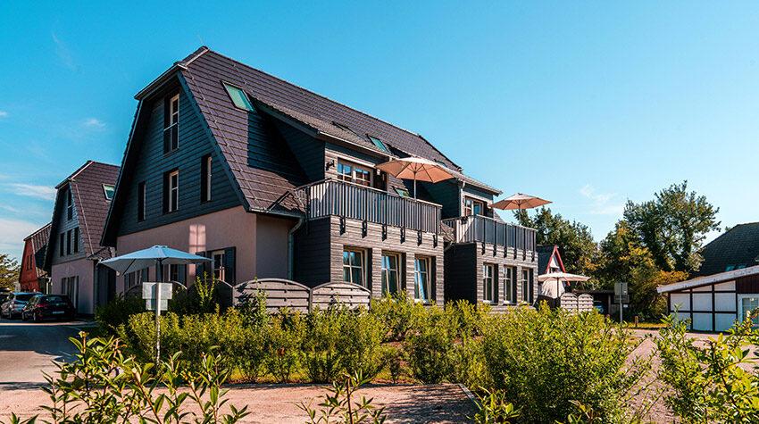 Zum Dünenpark gehören fünf Häuser mit großzügigen, stilvoll eingerichteten Apartments in direkter Dünenlage.