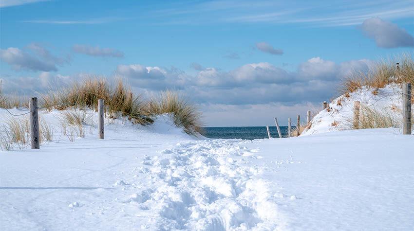 Auch im Winter macht ein Spaziergang am Meer Spaß und bietet ein schönes Fotomotiv.