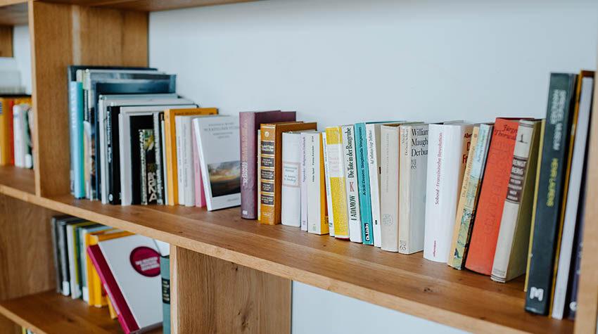 Wir verraten euch, wie ihr es schafft, Lesen in euren Alltag zu integrieren. © Max Framke