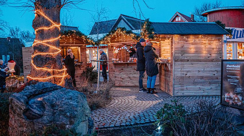 Auf zum Weihnachtsmarkt: Glühwein ist ein beliebtes Getränk in der kalten Winterzeit.