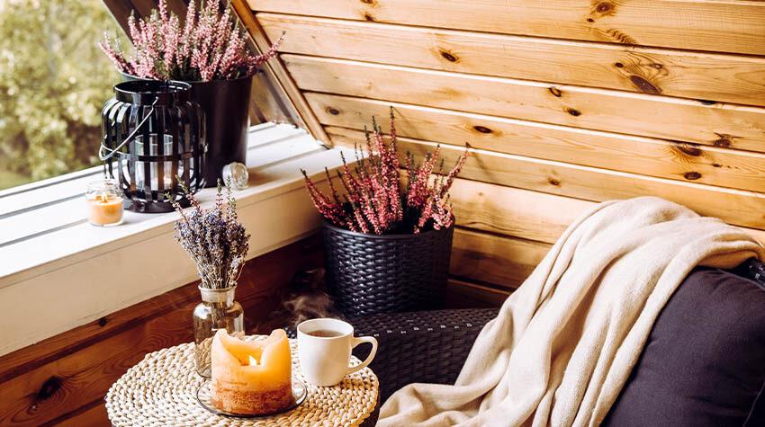 Tee trinken, lesen, spazierengehen, Drachen steigen lassen: Es gibt viele schöne Herbstaktivitäten. © Shutterstock, FotoHelin