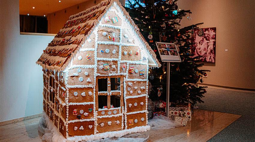 Jedes Jahr in der Weihnachtszeit freuen sich viele Familien darauf, selbst ein Lebkuchenhaus zu basteln.