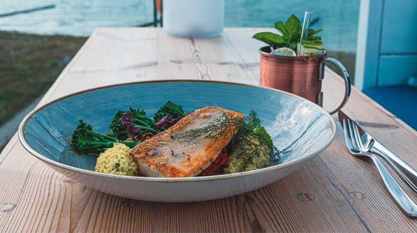 Im Restaurant WEITBLICK sind nicht nur die maritim-mediterranen Gerichte ein Genuss, sondern auch der Ausblick.